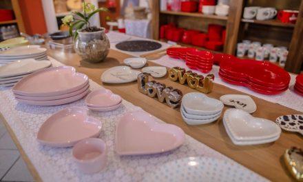 Conheça o único e-commerce do Brasil que vende exclusivamente objetos em formato ou estampa de coração